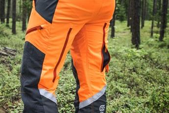 Cerniere di ventilazione sul retro delle gambe